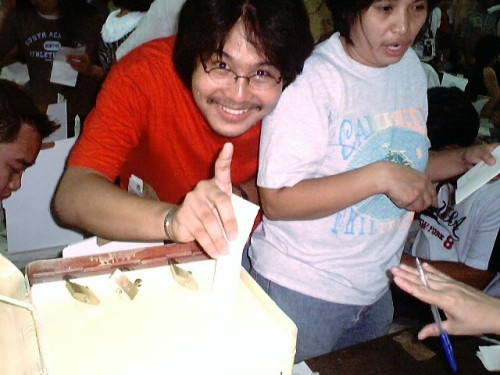 Ang unang pagboto ni Xiao Chua, Mayo 2004.