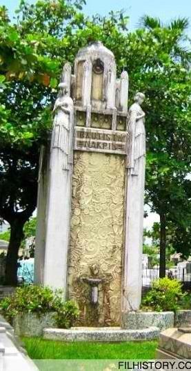Ang mausoleong Bautista-Nakpil sa Cementerio del Norte.  Mula sa filhistory,com.