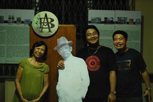 Si Prop. Bobbie Santos-Viola, kaanak ni Julio Nakpil, Ariston Bautista (standee), Xiao Chua at Joshua Duldulao.  Kuha ni John Ray Ramos.