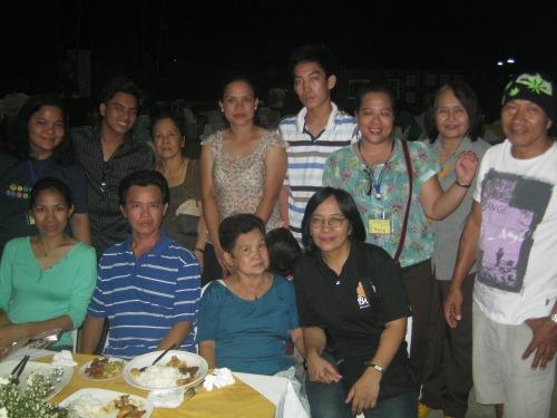 Ang mag-anak na Legisma, mga kaibigan at mga kasapi ng Bagong Kasaysayan, Inc., April 4, 2013.  Mula sa Sinupan ng Aklatang Xiao Chua.