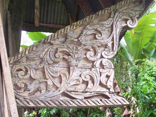 Panolong na may disenyong Naga o ang mitikal na ahas bilang gabay.  Mula kay Allan ng fieldchronicles.wordpress.com.