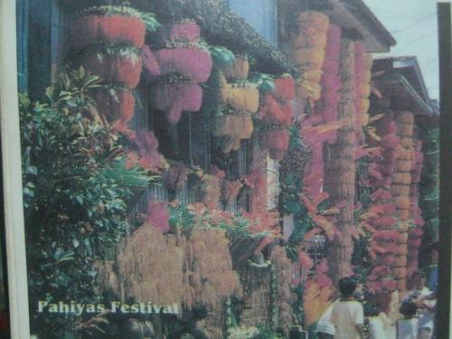Bahay na may dekorasyong kipping. Mula sa Filway's Philippine Almanac.