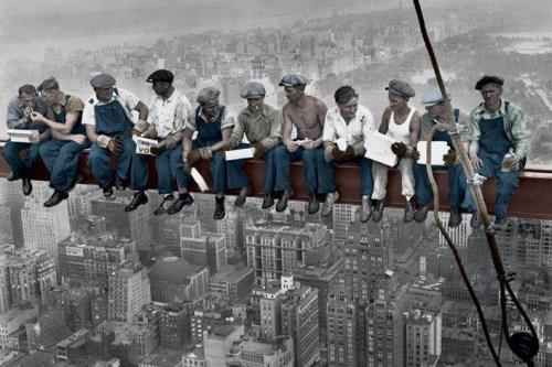 "Pasakalye:  ""Lunch Atop a Skyscraper.""  Tanyag na larawan."