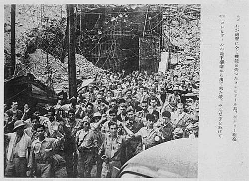 Postcard ng mga Hapones ng pagsuko ng mga Amerikano sa kanila sa Malinta Tunnel, Corregidor.