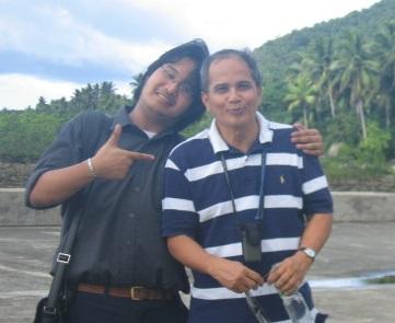 Si Xiao Chua kasama si Dr. Jaime B. Veneracion sa Baler, 2006.  Mula sa Sinupan ng Aklatang Xiao Chua.