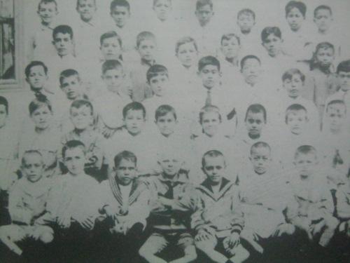 Larawan ng isang Lasalyanong klase sa Nozaleda.  Mula sa Koleksyon ni Antonio Deblois mula sa La Salle:  1911-1986.