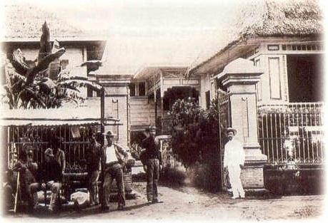 Ang family wing ng Mansyong Aguinaldo noong 1898.  Mula sa Tahanan ng Kasarinlan.
