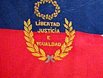 Hango sa replica ng watawat:  Ang motto ng himagsikang Pranses.