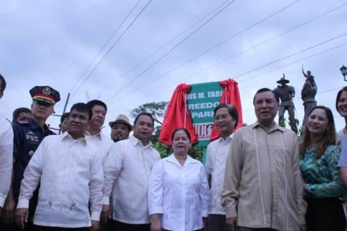 Ang pagpapasinaya ng Luis M. Taruc Freedom Park sa San Luis, Pampanga, june 21, 2013, sentenaryo ng kapanganakan ni Ka Luis.  Mula sa Philippine Information Agency Gitnang Luzon.