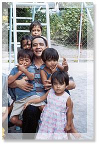 Religio, Mores, Cultura (Faith, Service and Communion): ang isinasabuhay ng mga brothers at ng kanilang pamantasan.  Isang brother ang nakikisalamuha sa mga maralitang kabataan.