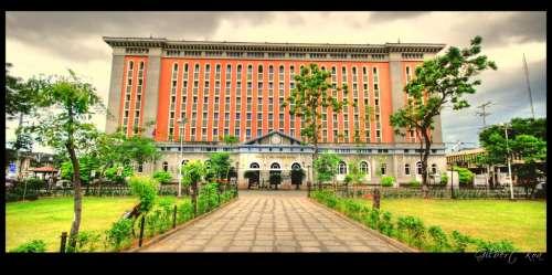 Ang muling ipinatayong Palacio del Gobernador.  Mula sa nifertari.multiply.com