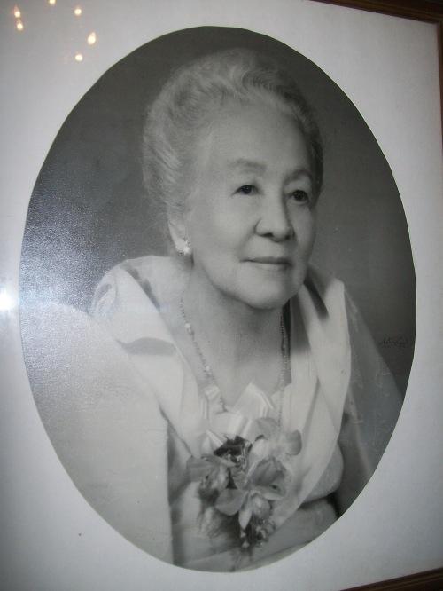 Mrs. Marcela Agoncillo, Jr. (1900-1994).  Mula sa Dambanang Pangkasaysayang Marcela Agoncillo.