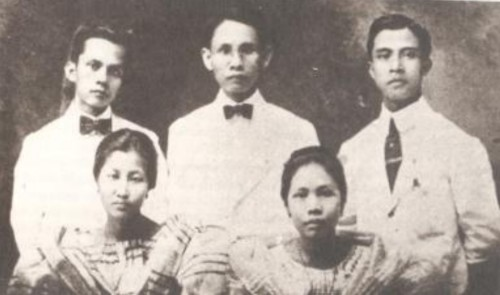 Ang klase ng 1916:    Mula sa The University of the Philippines:  A University for Filipinos.