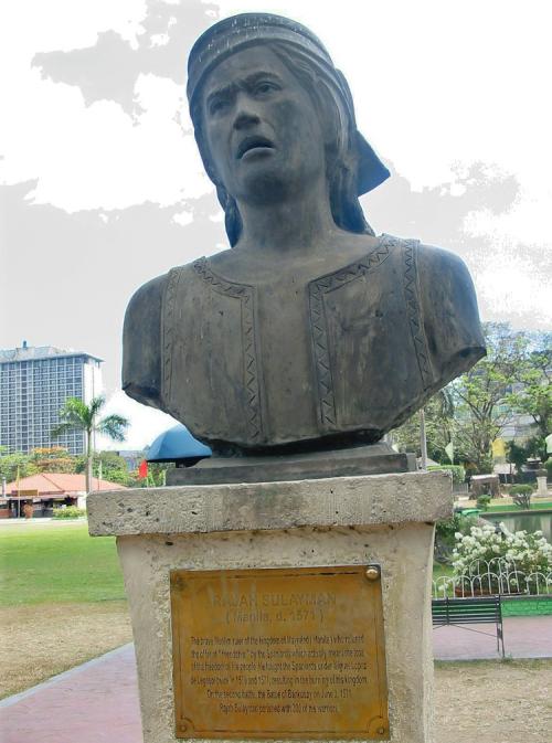Ang busto para kay Rajah Soliman sa Luneta na nagpapakita sa bakal na siya ang bayaning namatay sa Labanan sa Bangkusay.