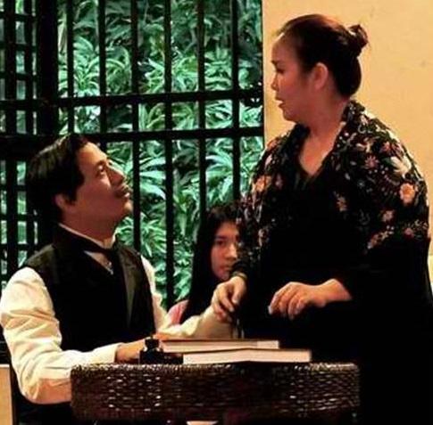 """Si Teodora Alonso bilang unang guro ni Rizal.  Mula sa """"Ultimo Adios"""" (Last Farewell of a Foolish Moth) ng Heroes Square Heritage Corporation sa Intramuros."""