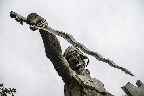 Monumento para sa palabang si Rajah Soliman sa Liwasang Rajah Sulayman sa harap ng Simbahan ng Malate sa Maynila. Sa totoo lang, isinuko niya rin sa huli ang Maynila sa mga Espanyol.