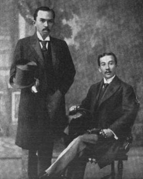 """Si Jose """"Sixto"""" Lopez (Kaliwa) at Felipe Agoncillo, mga embahador ng Pilipinas sa Estdos Unidos, 1898.  Mula kay Arnaldo Dumindin."""