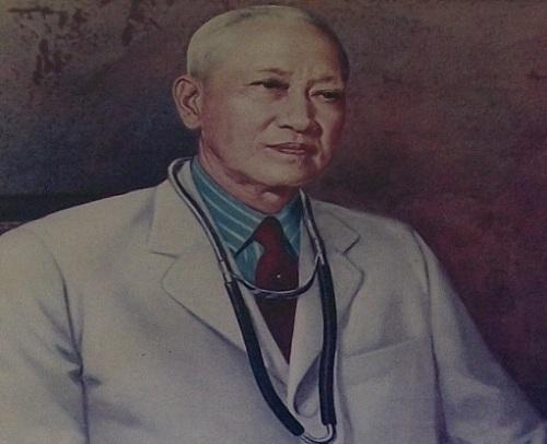 Dr. Antonio Sison, Direktor ng Philippine General Hospital at Pangulo ng Unibersidad ng Pilipinas, patuloy na nag-opera ng walang kaba sa kabila ng bombahan.
