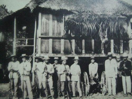 Ang punong himpilan ng nga mapanghimagsik sa Baler.  Mula sa Pacto de Sangre.
