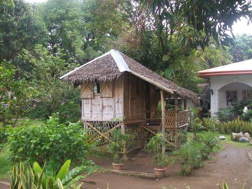 Ang replica ng kubo ni Pepe Rizal sa bakuran ng Dambanang Rizal.  Kuha ni Xiao Chua.