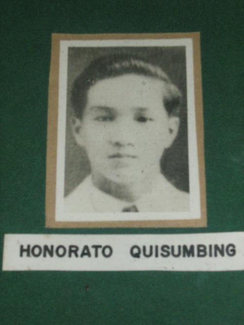 """Honorato """"Rety"""" Quisumbing, intern ng Philippine General Hospital, tinamaan ng ligaw na bala habang kumukha ng gamot ng Labanan para sa Liberasyon ng Maynila.  Mula sa mga pader ng De La Sale University."""