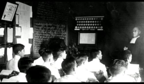 Isang kurso sa Commerce ang ipinakilala ni Brother Athanasius noong 1920.  Mula sa La Salle: 1911-1986.