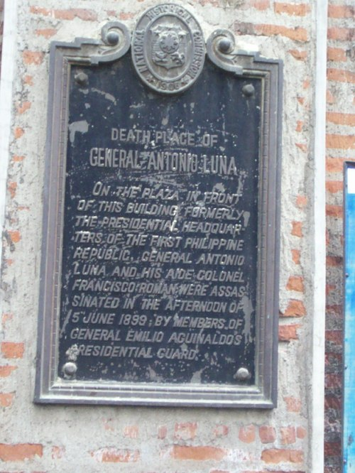 Ang marker na gumugunita sa pagpatay kay Antonio Luna sa kumbento ng Cabanatuan.  Kuha ni Xiao Chua