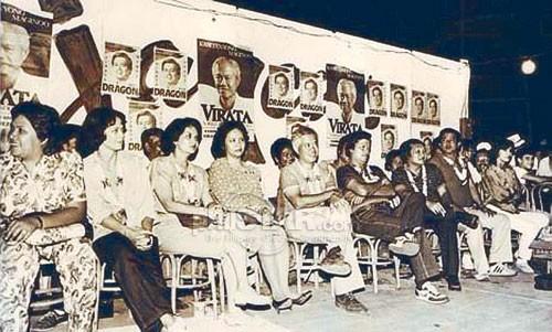 Si Cesar Virata habang nasa kampanya.  Mula sa The Philippine Star.
