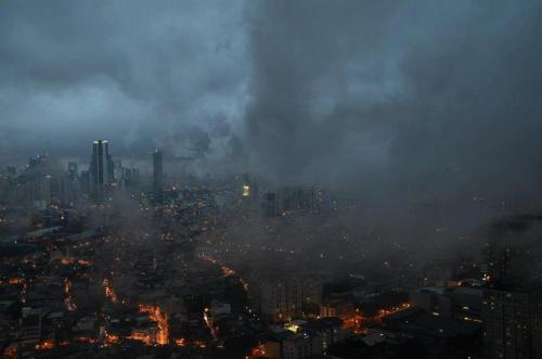 """Metro Manila:  Gates of Hell o Gotham City?  Kuha ni Louie Oviedo noong mga pag-ulan ng """"Habagat,"""" August 8, 2012 mula sa fb ng UP Socius."""