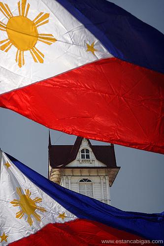 Ang blue ng kasalukuyang watawat ay Royal Blue na!  Mula sa Dambanang Aguinaldo.