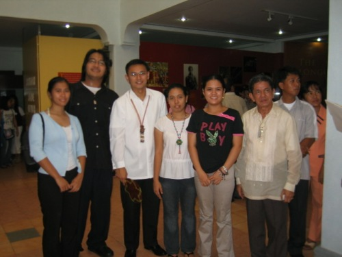 Ang mga kaguruan noon ng Up Departamento ng Kasaysayan kasama ang mga Angara, Museo de Baler, June 30, 2006.