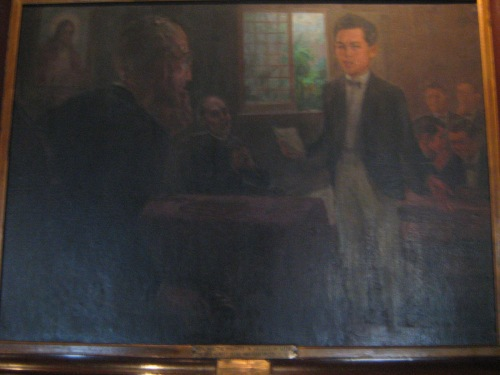 Si Rizal sa eskwelahan.  Mula sa Dambanang Rizal.