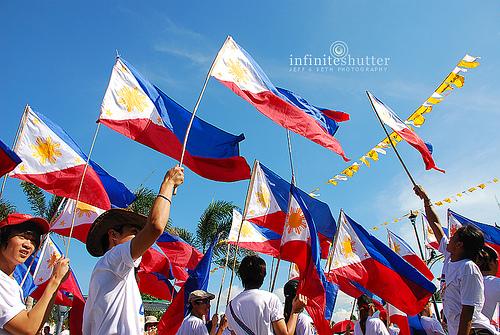 Watawat Festival sa Alapan, kung saan natagumpay ang mga Pilipino laban sa mga Espanyol na nagbunsod sa unang pagwagayway ng watawat ng Pilipinas.  Mula sa traveltothephilippines.info.