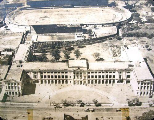 Ang nagbabagong kampus:  Ang St. La Salle Hall ilang taon lamang bago ang digmaan.  Mula sa fb ng La Salle Brothers.