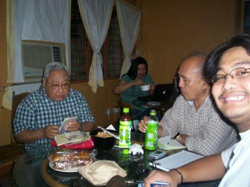 Xiao Chua kasama sina Dr. Prospero Covar at Dr. Zeus A. Salazar, February 13, 2008, Faculty Lounge, Facultu Center, Bulwagang Rizal, UP Diliman.  Mula sa Sinupan ng Aklatang Xiao Chua.