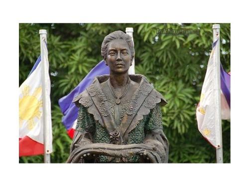 Monumento ni Marcela Agoncillo sa Dambanang Pangkasaysayang Marcela Agoncillo sa Taal, Batangas.