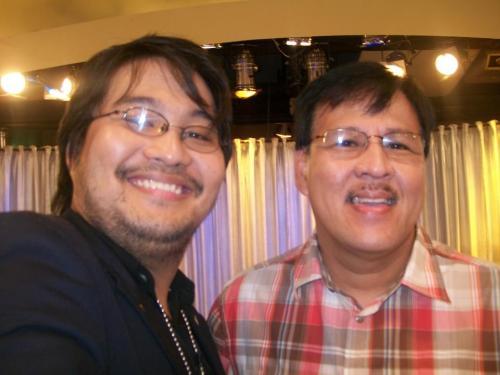 Si Xiao Chua kasama ang yumaong kalihim ng DILG Jesse Manalastas Robredo.