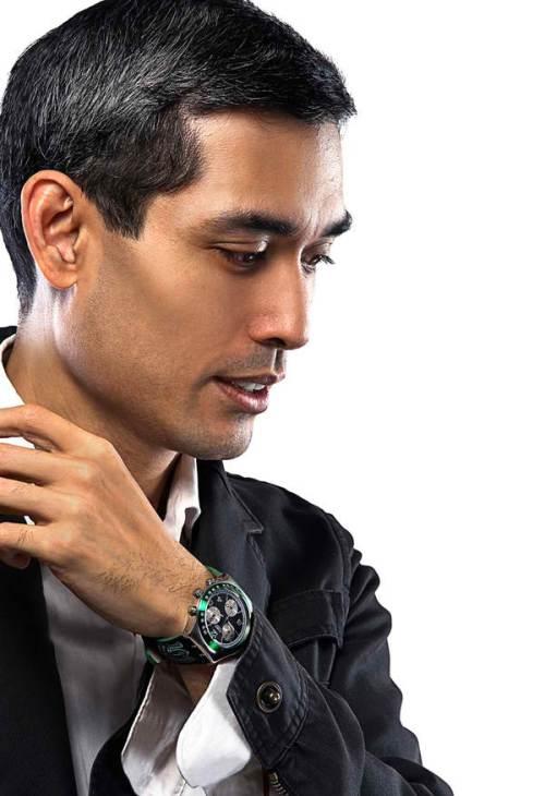 Brother Ricardo Laguda, FSC, Pangulo ng Pamantasang De La Salle, sa isang ad ng relo para sa Sentenaryo ng La Salle.  Mula sa behance.com.