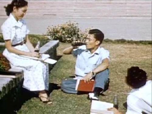 Mga estudyante ng UP noong Dekada 1950s.  Mula sa isang lumang Coca Cola ad.
