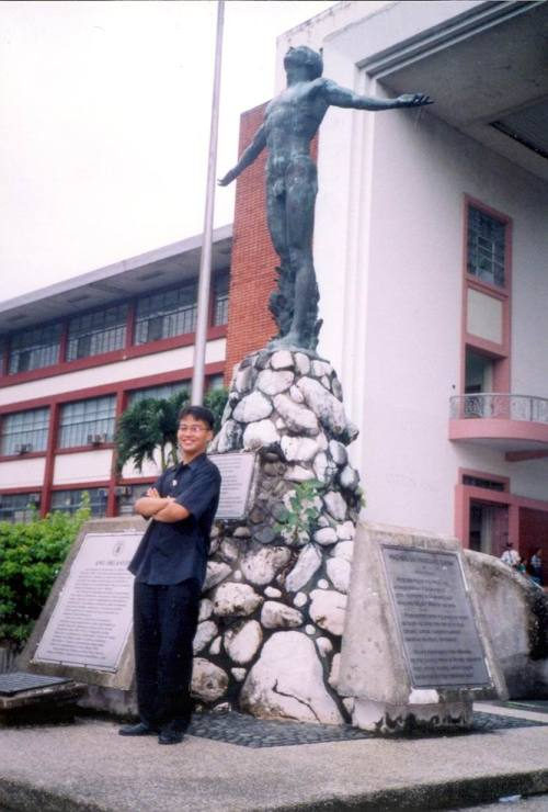 Xiao Chua defies urban legend and had his photo taken with the Oblation in 2001.  He graduated B.A. History on time, his M.A. took some time though.  From the Xiao Chua Library and Archives.