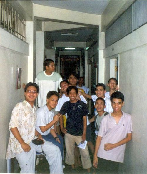 Last general assembly of the second floor residents of Kalayaan Residence Hall, 2001-2002.  Xiao Chua was corridor representative.  From the Xiao Chua Library and Archives.
