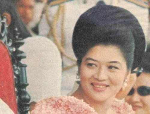 Unang Ginang sa edad na 36, 1966.  Mula sa LIFE Magazine sa Aklatang Xiao Chua.