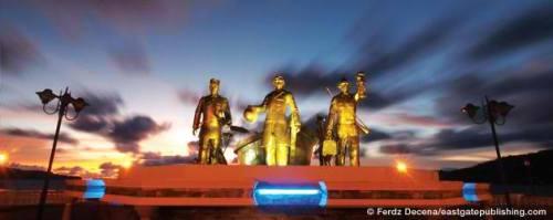 Monumento ng pagdating ni Rizal sa Dapitan.  Monumento para sa sandali ng pagbabago ng kanilang bayan.  Mula sa eastgatepublishing.com.