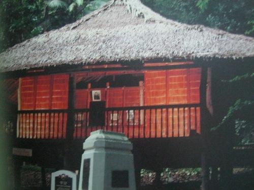 Ang kubo ni Rizal sa Dapitan.  Mula sa Rizal:  In Excelsis ng Studio 5 Designs.