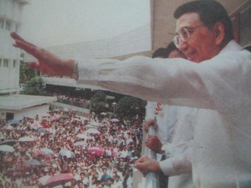 """Si Ka Erdy kasama ang tinaguriang""""Bayan ng Diyos."""""""