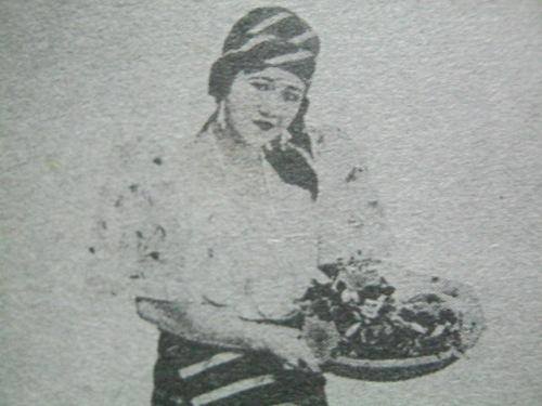 Si Atang bilang Dalagang Bukid noong 1919.  Mula sa Koleksyong Atang de la Rama.