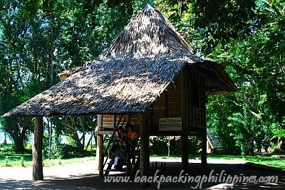 Casa Cuadrada.  Mula sa backpackingphilippines.com.