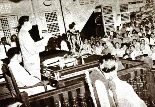 From gov.ph:  President Roxas delivers his SONA in 1946.