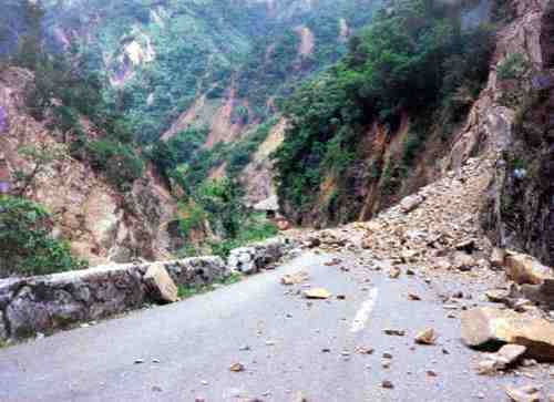 Landslide sa Kennon Road.
