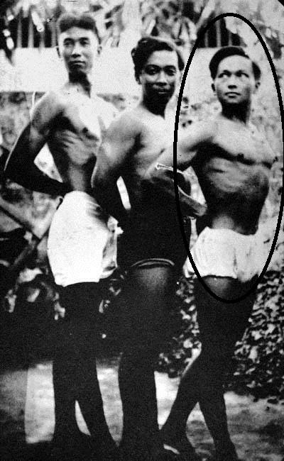 Si Guillermo Tolentino (sa gitna) at ang kanyang protege na si Anastacio Caedo (sa kanan).  Kahawig ng katawan niya ang katawan ng Oblation.  Mula sa peysbuk ni Dr. Ambeth R. Ocampo.